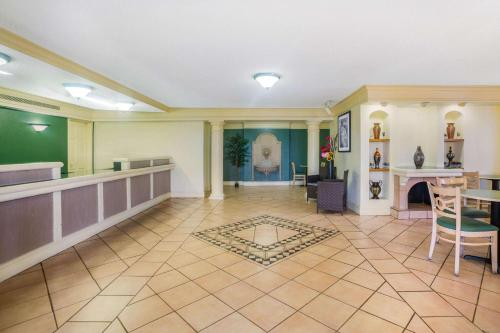 The lobby or reception area at La Quinta Inn by Wyndham Eagle Pass