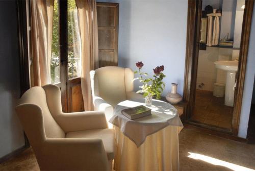 A seating area at Hospederia El Batan