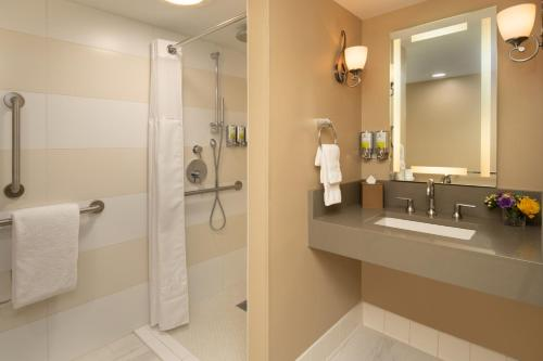 A bathroom at Staypineapple, Hotel Rose, Downtown Portland