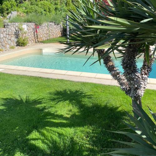 The swimming pool at or close to Villa Nada