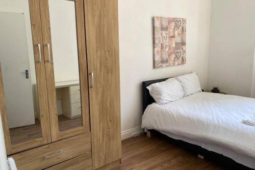Comfy 2 Bed Apartment LE1