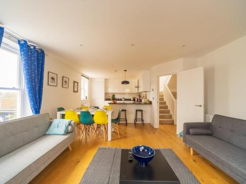 St Johns Road Apartments Perfect Location