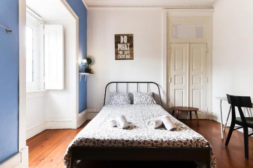 Uma cama ou camas num quarto em Lisbon Garden Flower - B&B