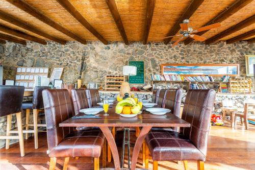 A restaurant or other place to eat at Eco Village Finca De Arrieta