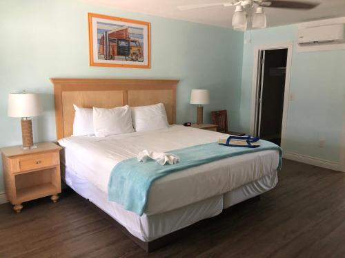 A bed or beds in a room at Tropic Island Resort