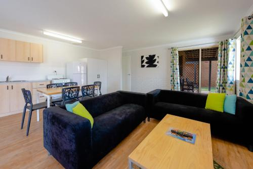 A seating area at Geraldton's Ocean West Holiday Units & Short Stay Accommodation