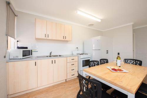 A kitchen or kitchenette at Geraldton's Ocean West Holiday Units & Short Stay Accommodation
