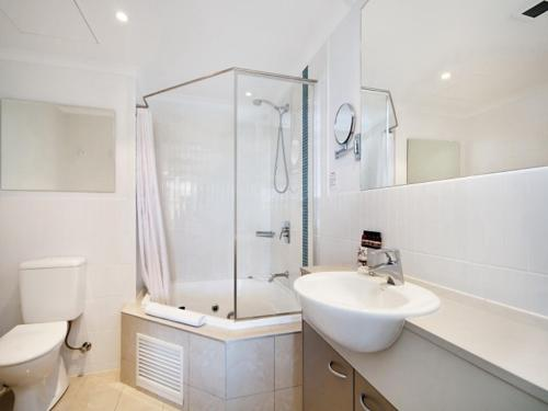 A bathroom at Ocean Panorama - 1 Bedroom Oceanview Apt