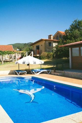 House with one bedroom in Redondela, with wonderful mountain view, shared pool and enclosed garden - 2 km from the beach