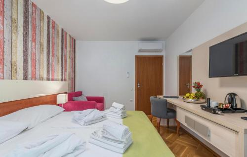 A bed or beds in a room at Aparthotel Adeo