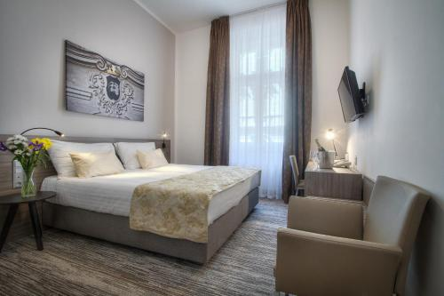 A bed or beds in a room at Hotel Páv