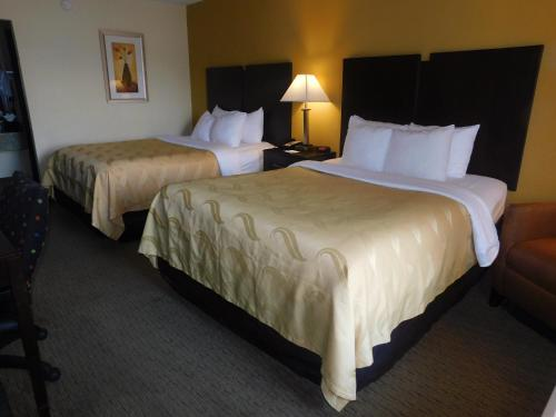 A bed or beds in a room at Quality Inn Jonesville I-77