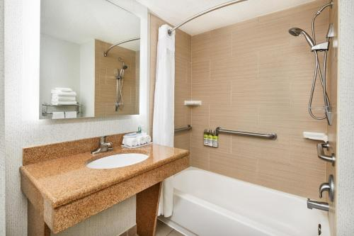 A bathroom at Holiday Inn Express & Suites Jacksonville South East - Medical Center Area, an IHG Hotel