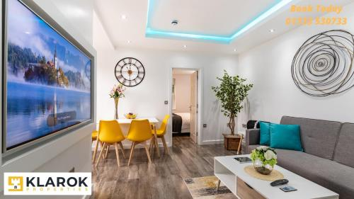 Central Contractor Apartments - Free Parking - Keyless Access by Klarok Accommodation Ltd
