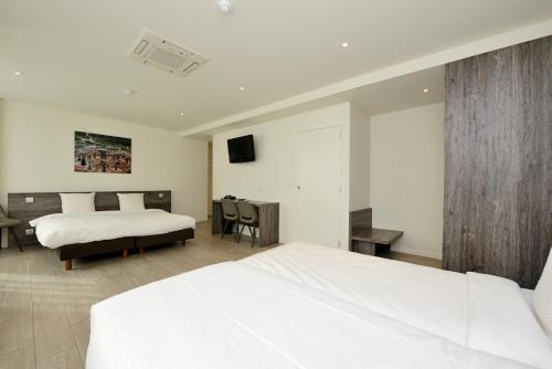 A bed or beds in a room at The Market by Parkhotel