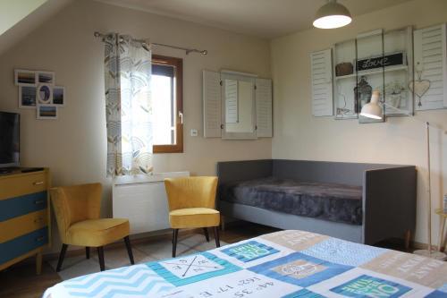 A seating area at Chambre D'hotes Le Clos Fleuri