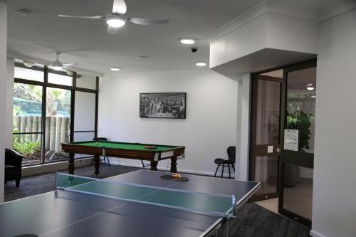 Ping-pong facilities at Capricornia Apartments or nearby