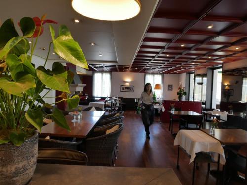Ein Restaurant oder anderes Speiselokal in der Unterkunft Hotel Schwanen Wil
