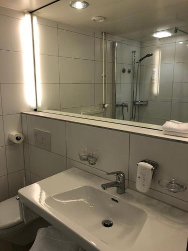 Ein Badezimmer in der Unterkunft Hotel Schwanen Wil
