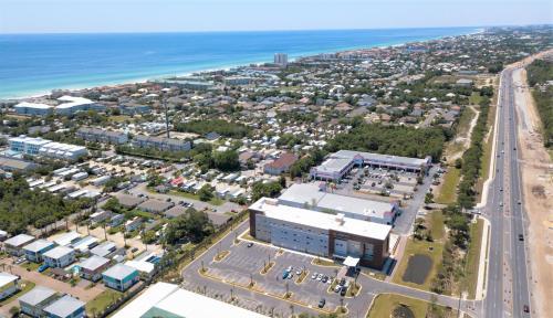 A bird's-eye view of La Quinta Inn & Suites by Wyndham Miramar Beach-Destin