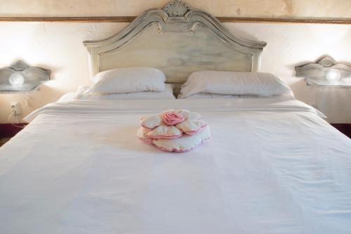 Łóżko lub łóżka w pokoju w obiekcie Bed & Art Barcelona