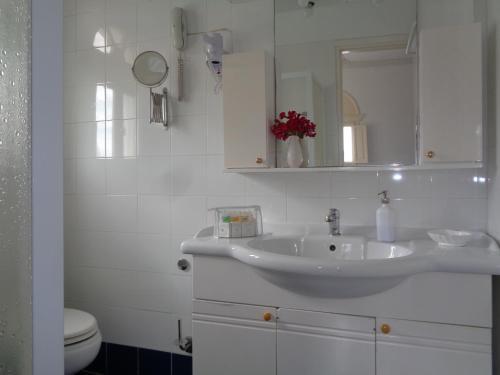 Ένα μπάνιο στο Porto Scoutari Romantic Hotel