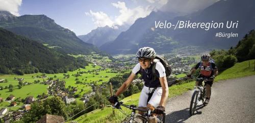 Катание на велосипеде по территории Hotel Krone или окрестностям