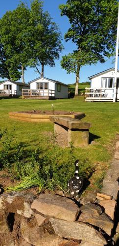 En trädgård utanför Joastorps Bed & Breakfast