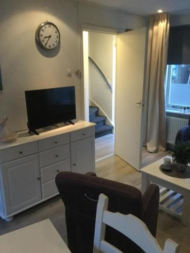 A television and/or entertainment centre at Beach-house27