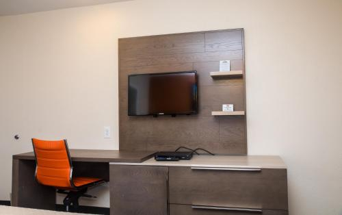 A television and/or entertainment center at Days Inn by Wyndham Monterey Downtown
