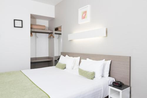 A bed or beds in a room at Abode Gungahlin