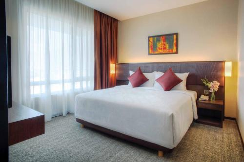 A bed or beds in a room at Furama Bukit Bintang, Kuala Lumpur