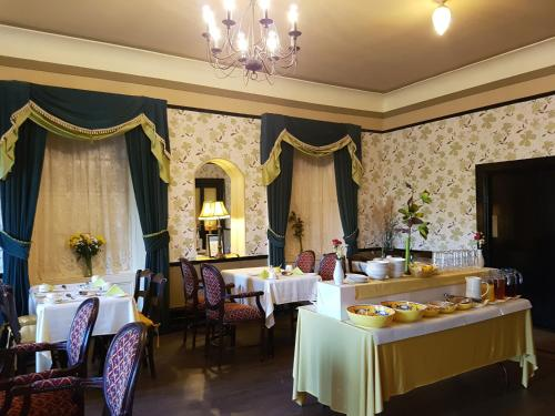 A restaurant or other place to eat at Royal Spa Hotel