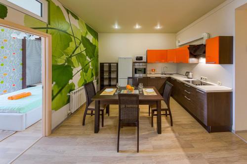 Кухня или мини-кухня в Central Port Sea View Вид на Море Центральный Порт
