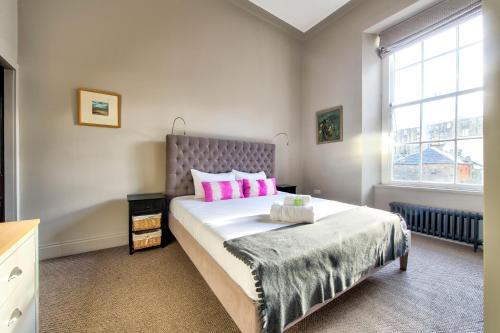 ALTIDO Stylish & Spacious Georgian New Town 3 Bedroom Apt