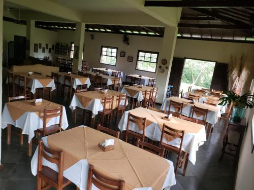 A restaurant or other place to eat at Hotel Fazenda Morro Grande