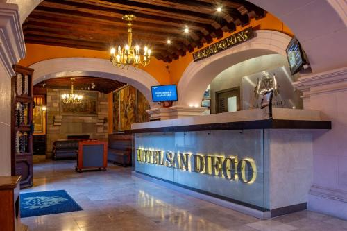The lobby or reception area at Hotel San Diego