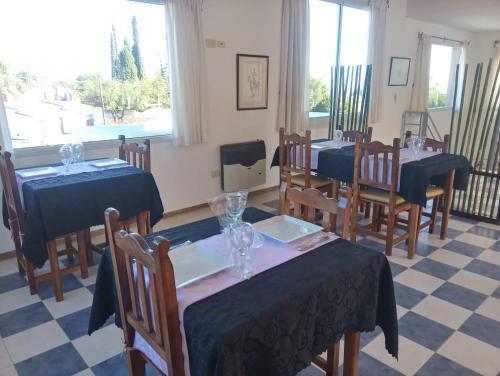 Un restaurant u otro lugar para comer en Hotel Terrazas del Rincon