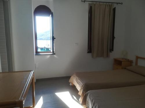 Un ou plusieurs lits dans un hébergement de l'établissement Hotel Faraglione