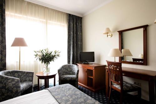 Телевизор и/или развлекательный центр в Hotel Ossa Conference & Spa