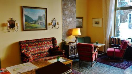 Ein Sitzbereich in der Unterkunft Hotel Hohenstauffen