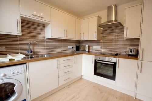 City Centre Executive 2 Bed Apartment with WiFi & Parking