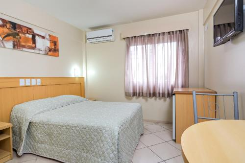 A bed or beds in a room at Hotel Express São Leopoldo