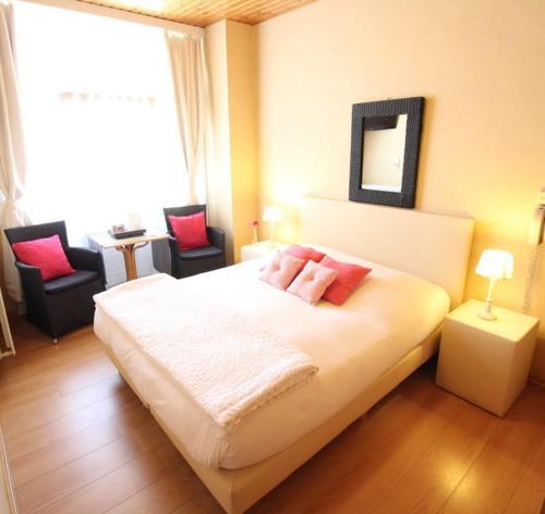 Een bed of bedden in een kamer bij Hotel Georges