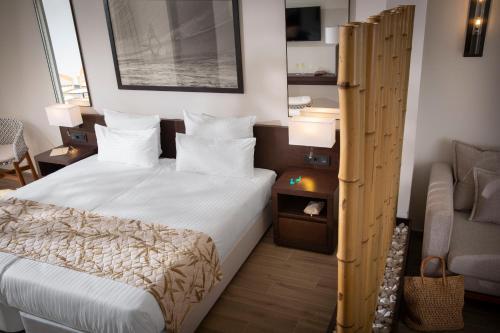 Een bed of bedden in een kamer bij ROBINSON CLUB Cabo Verde
