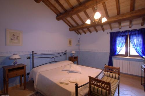 A bed or beds in a room at Agriturismo L'Ulivo in Fiore