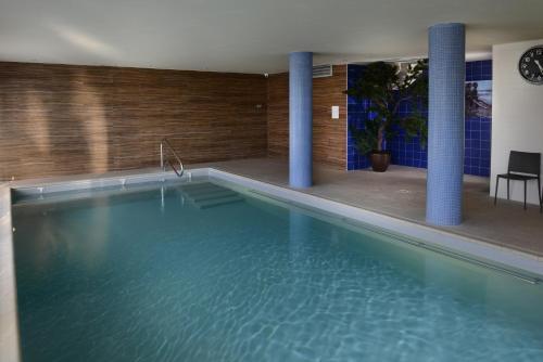 The swimming pool at or near Domitys Les Côteaux de l'Esterel