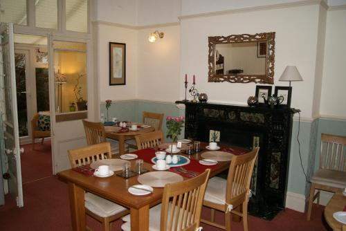 A restaurant or other place to eat at Beverley Guest House