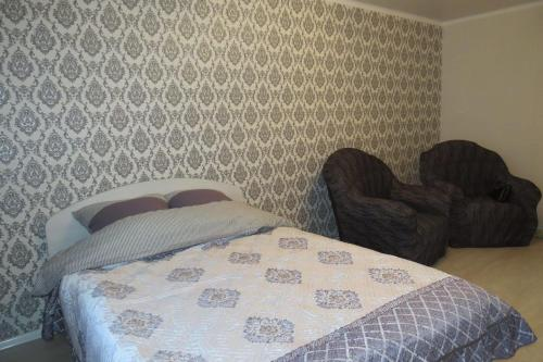 A bed or beds in a room at Сдам 1 комнатную квартиру