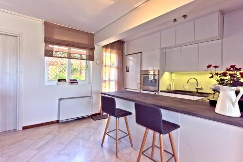 A kitchen or kitchenette at Lida Garden Villa